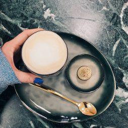 Frisør leap hair tilbyder kaffe eller drinks mens du bliver klippet